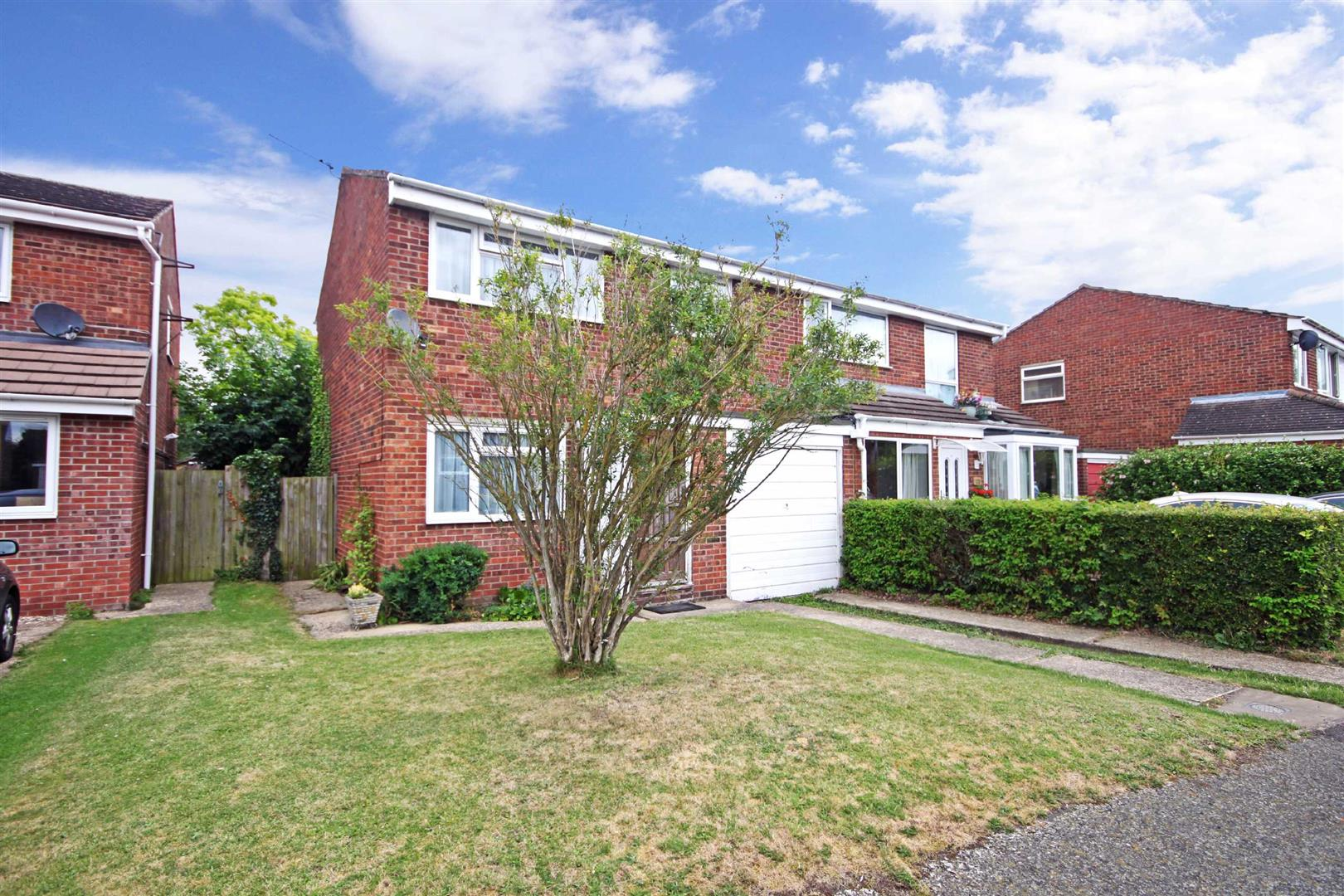 3 Bedrooms Semi Detached House for sale in Marks Way, Girton, Cambridge